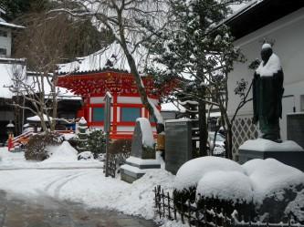 Bright red pagoda (Koya)