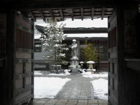 Looking in (Koya temple gate)