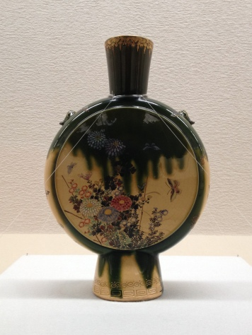 Gorgeous overglazing work on this vase at Shimane Art Museum
