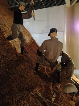Showing how the thatch is put on, at the rest stop museum