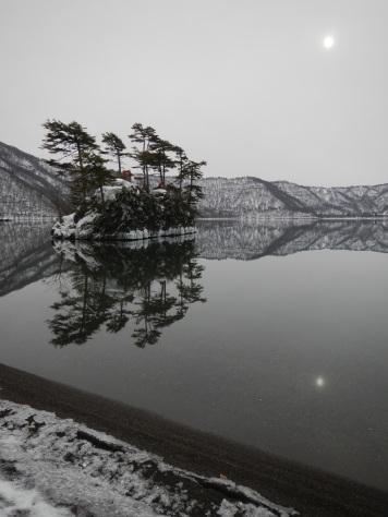 Sunlight reflection on Lake Towada (Aomori)